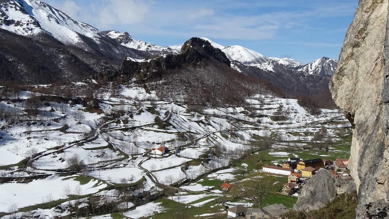 Final del invierno en Valle de Lago Somiedo